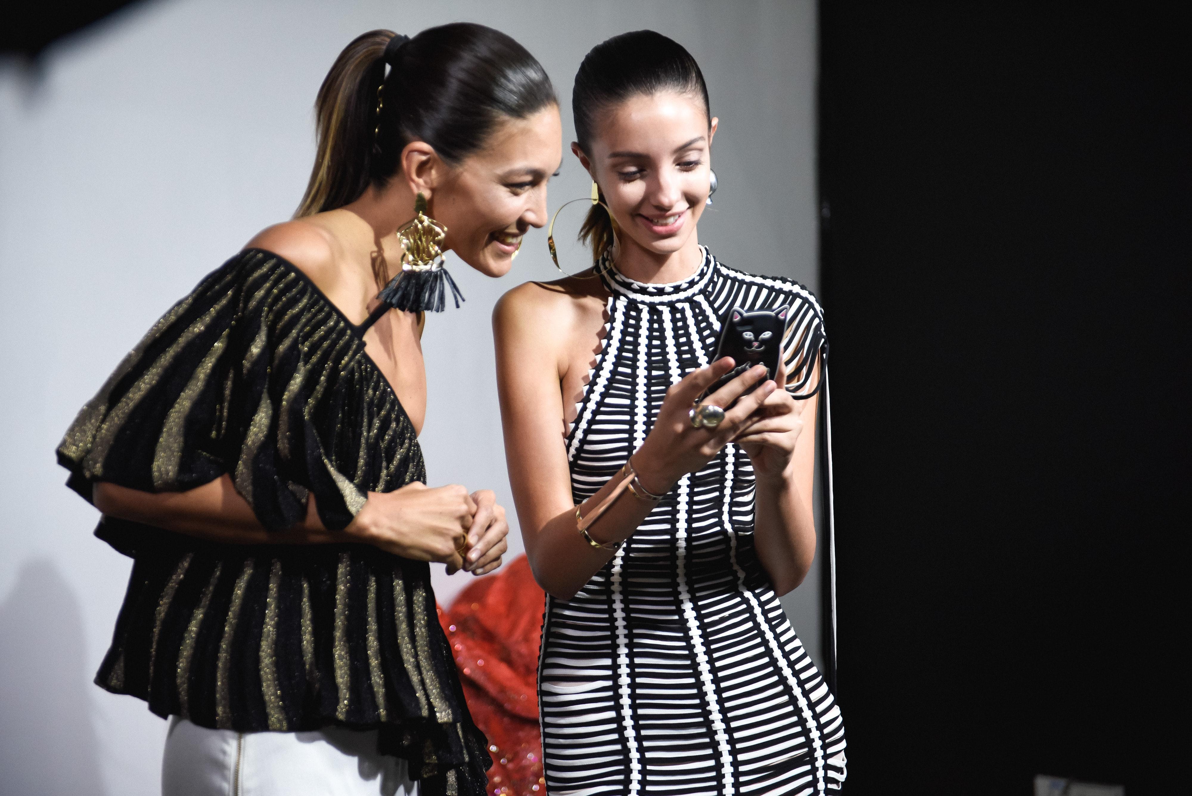 Fashion Week: le sfilate sono sempre più phygital e social